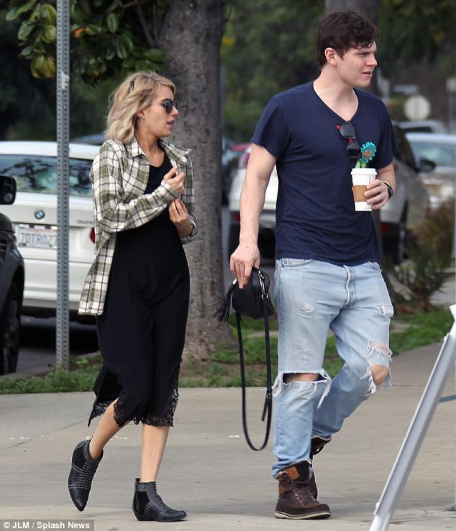 Emma Roberts Evan Peters Get Engaged Again