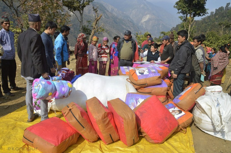 Blanket distributed to quake survivors in Sindhupalchok (photo feature)