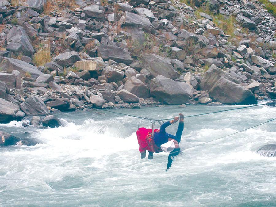 Darchula residents use risky Tuin to cross Mahakali River